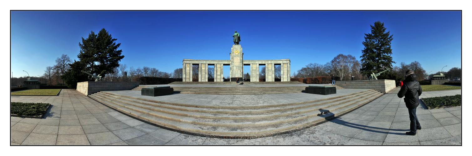 Sowjetisches Ehrenmal in Berlin Tiergarten - Teil II