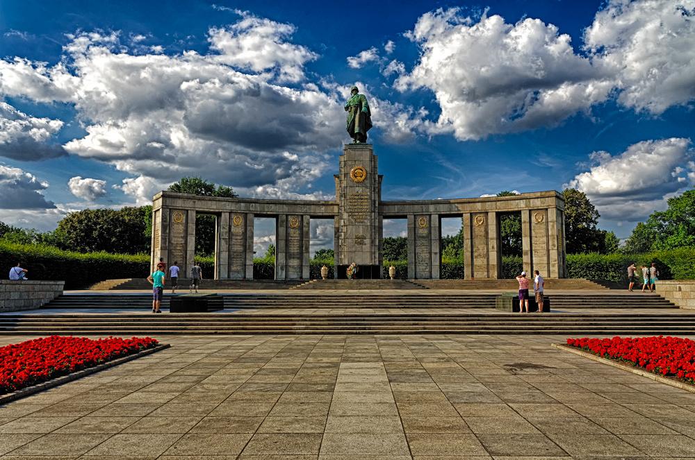 ... Sowjetisches Ehrenmal (Tiergarten) ...