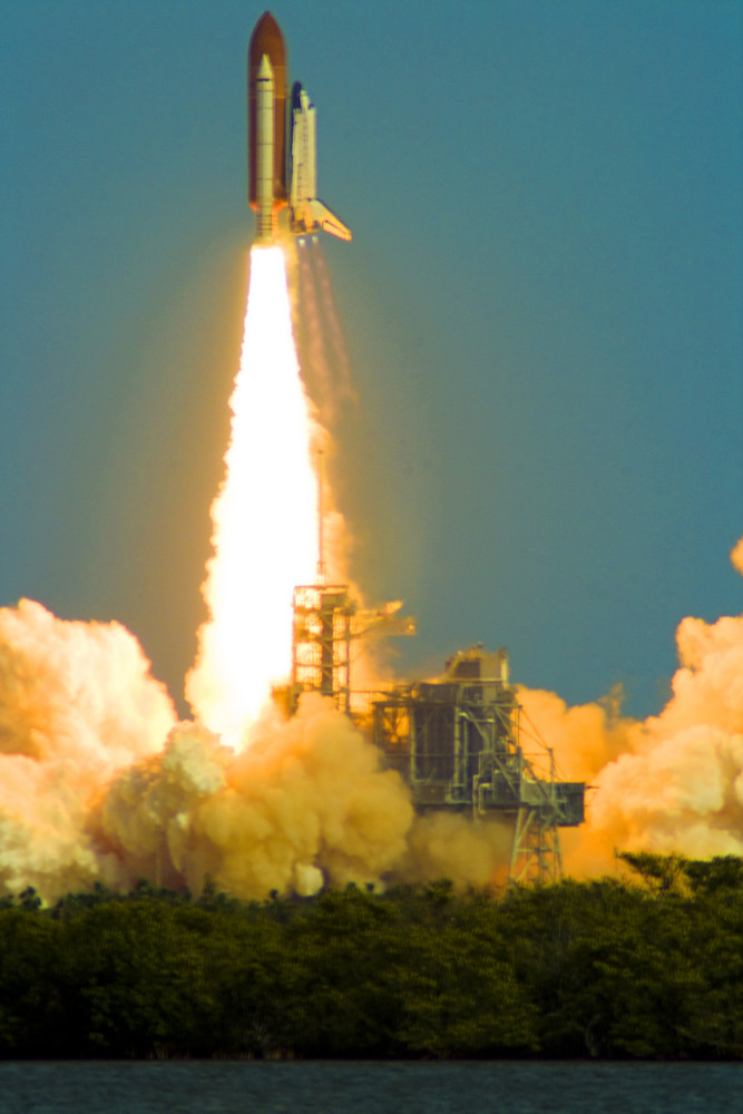 - SPACE SHUTTLE MISSION STS-122 - Lift Off
