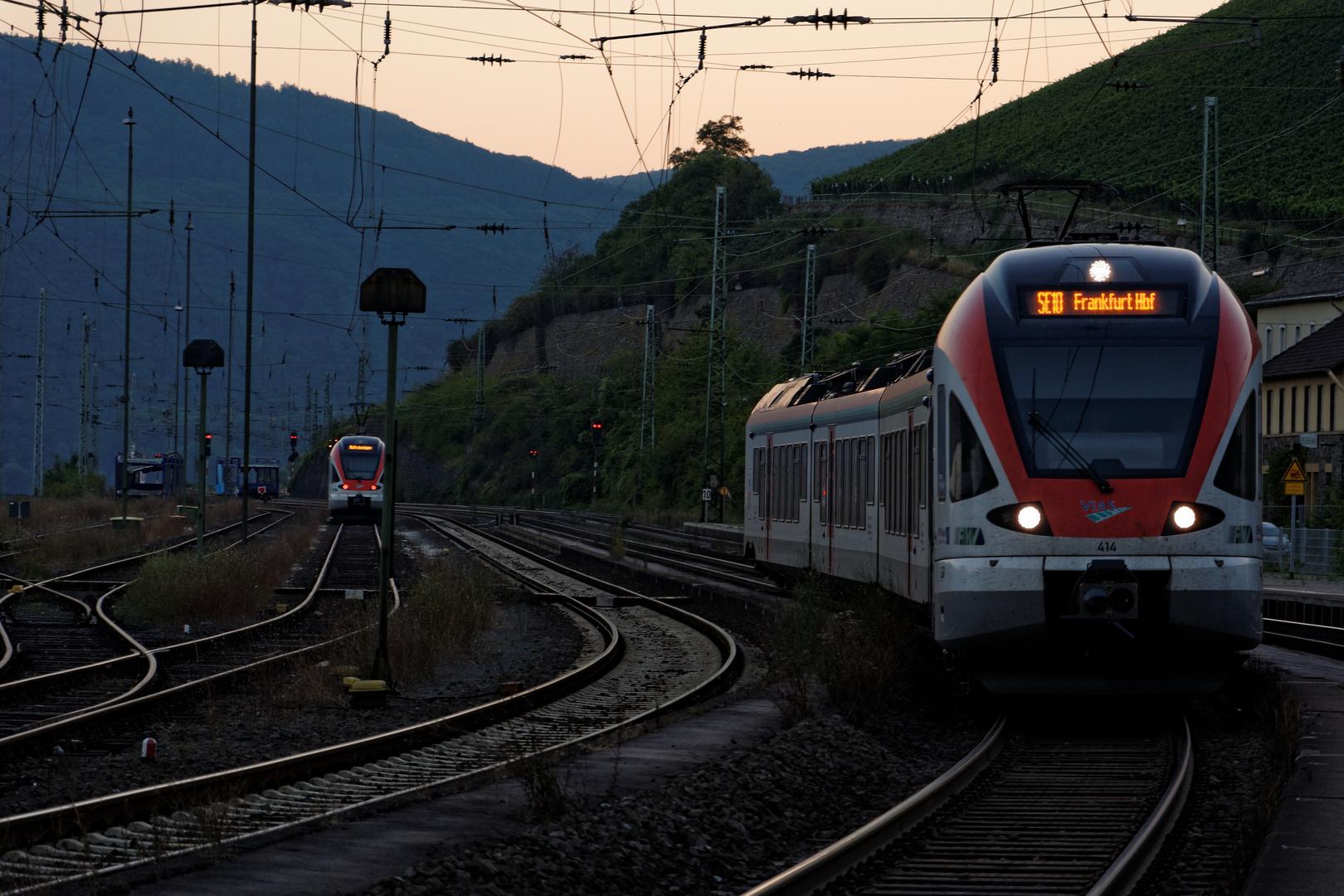Spätsommerabend am Bahnhof Rüdesheim am Rhein