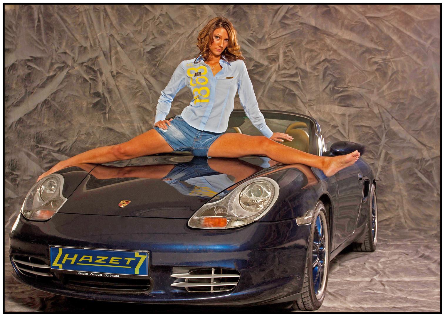 Spagat auf dem Porsche