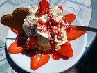 Spagetti-Eis mit Erdbeeren