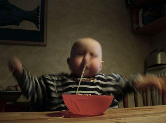 Spaghetti ißt Kind