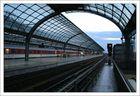Spandau Bahnhof in der Nacht