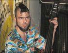 Spanischer Straßenmusiker am Alex in Berlin