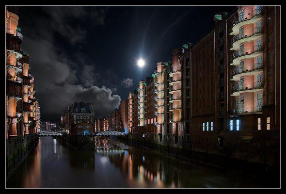 Speicherstadt im Mondlicht