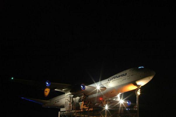 Speyer: Boeing 747-200 bei Nacht
