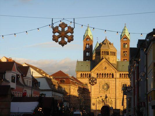 Speyer: Sonne in der Dämmerung