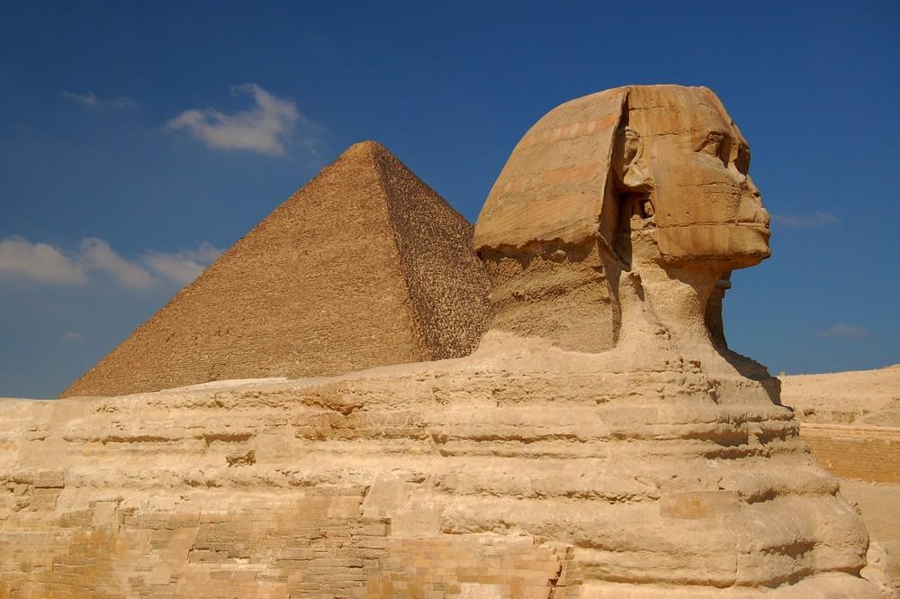Sphinx und Cheopspyramide