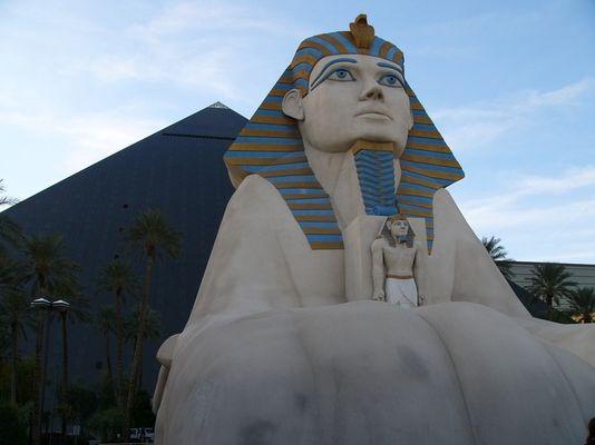 Sphinx und Luxor