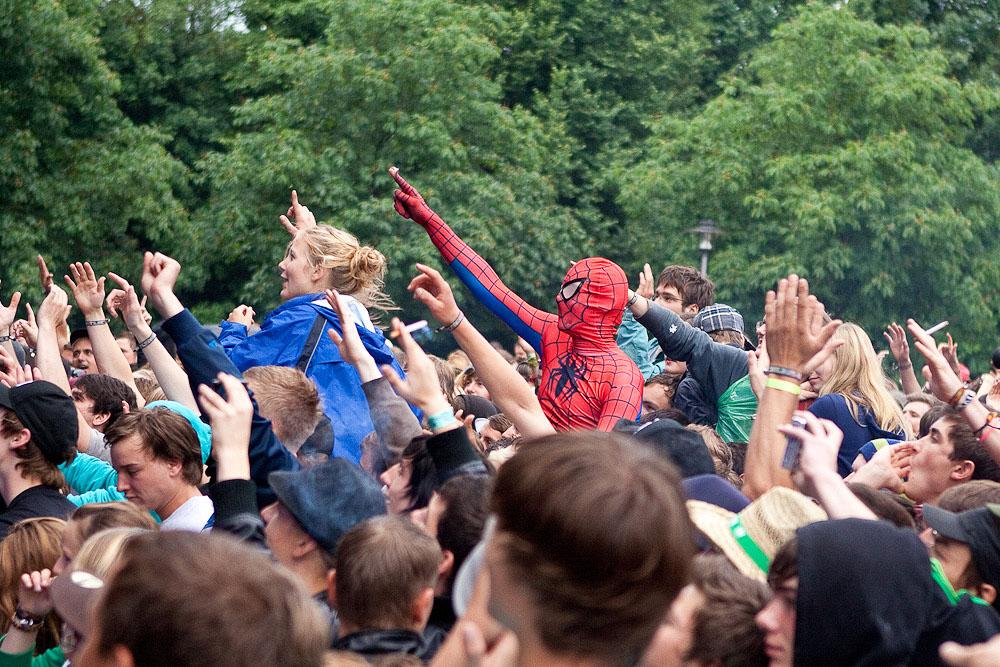 Spiderman feiert mit