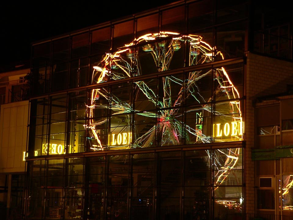 Spiegel des Riesenrads in Thun