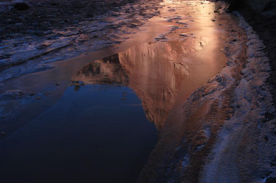 Spiegelbild auf Eis