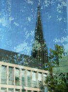 Spiegelbild Lambertikirchturm in Glasfassade Regierung Münster