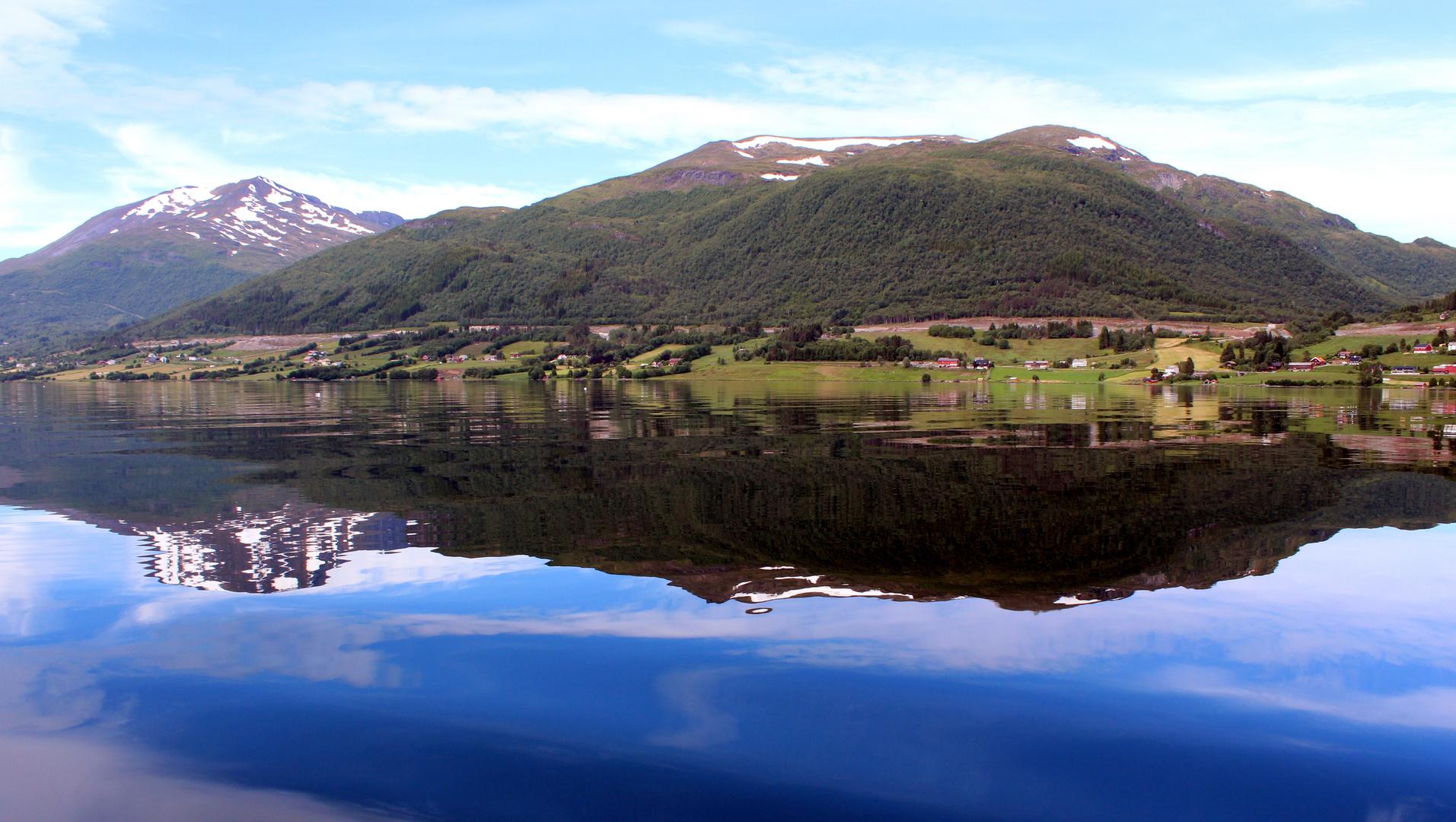 Spiegelbild vom Batnfjord