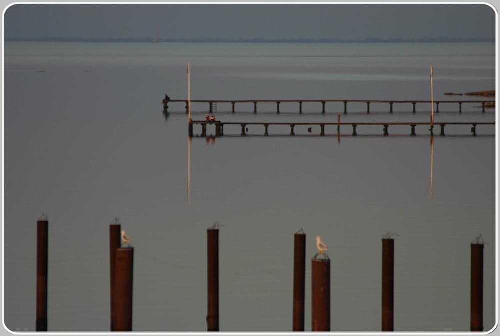 Spiegelblanke Nordsee vor einer Gewitterfront