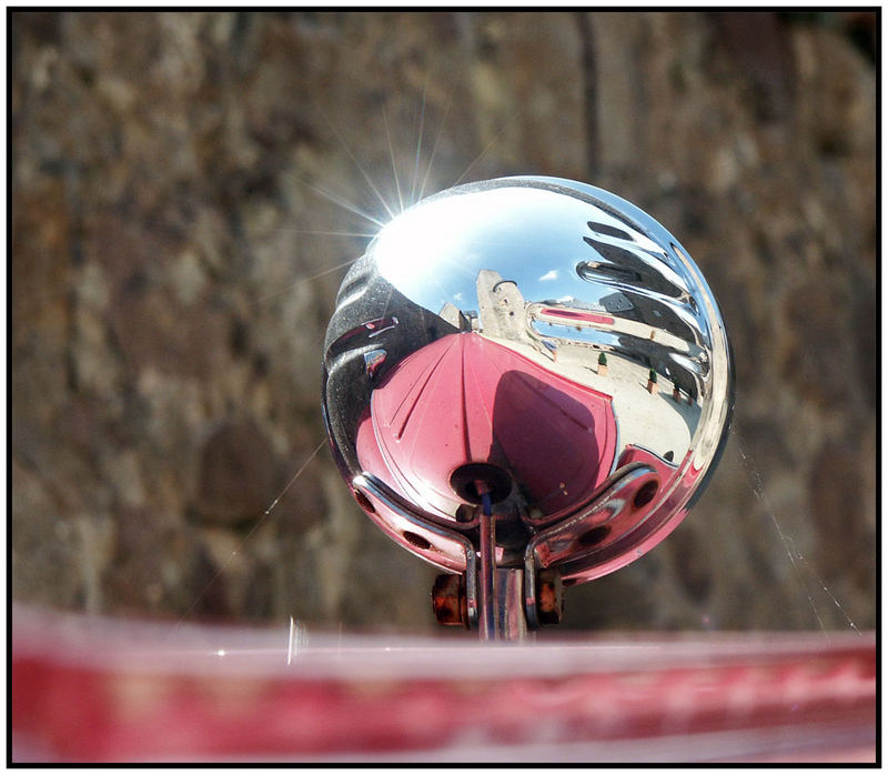 Spiegelblick in den Schlosshof
