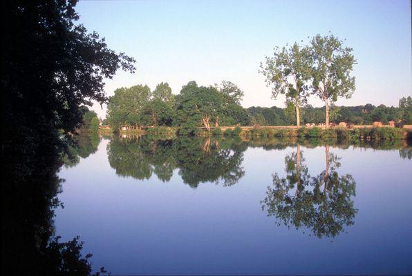 Spiegelung am Canal de Nantes à Brest