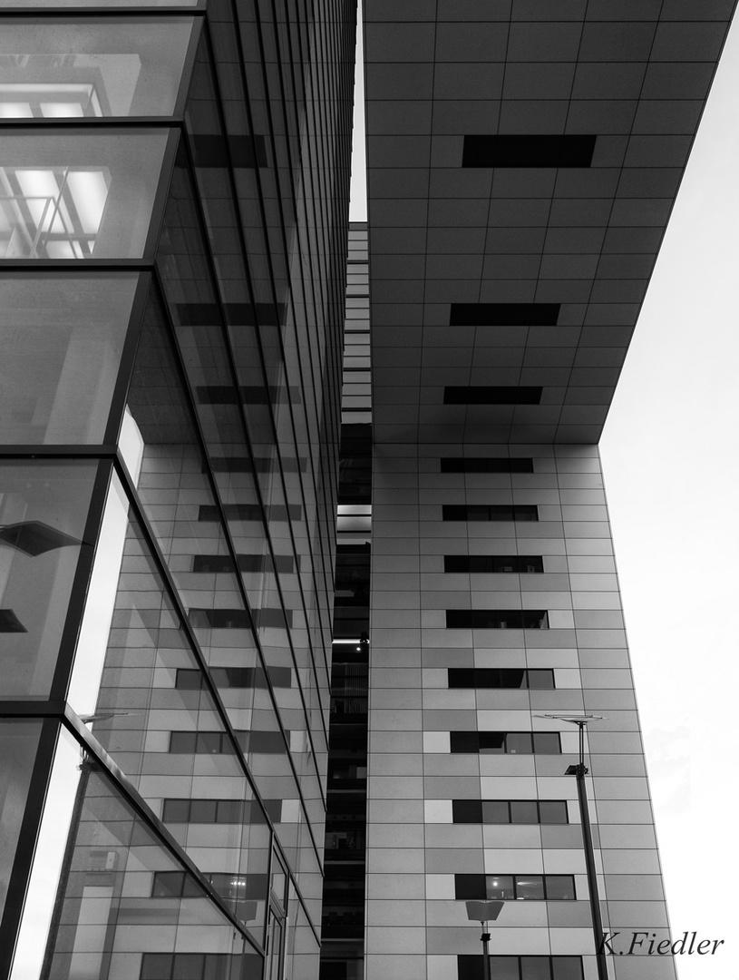 Spiegelung am Kranhaus Köln