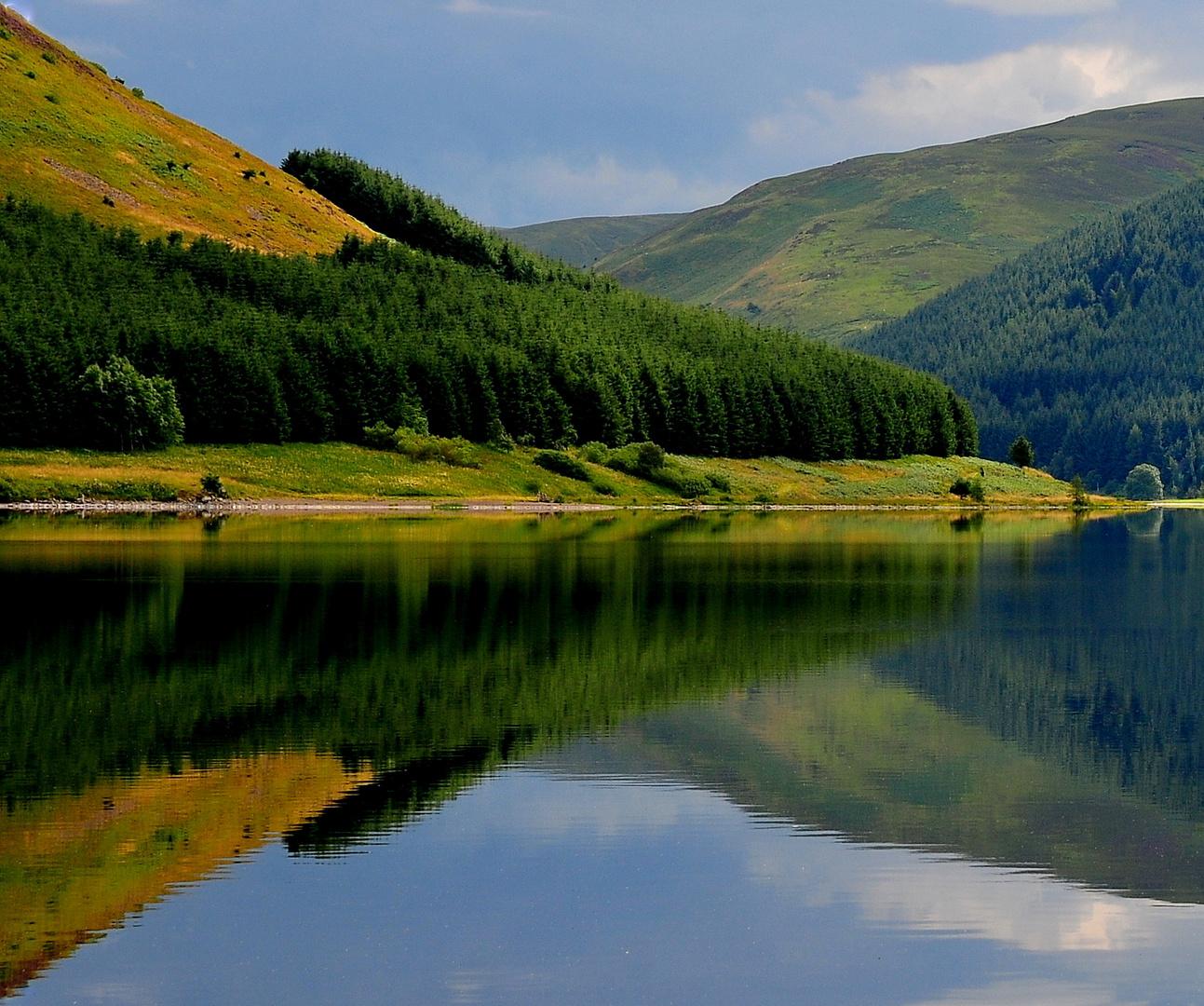 Spiegelung am St. Mary's Loch, Schottland