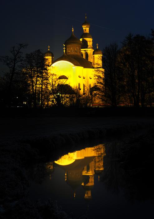 Spiegelung bei Nacht