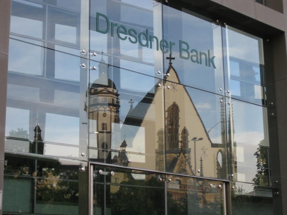Spiegelung der Thomaskirche in Leipzig