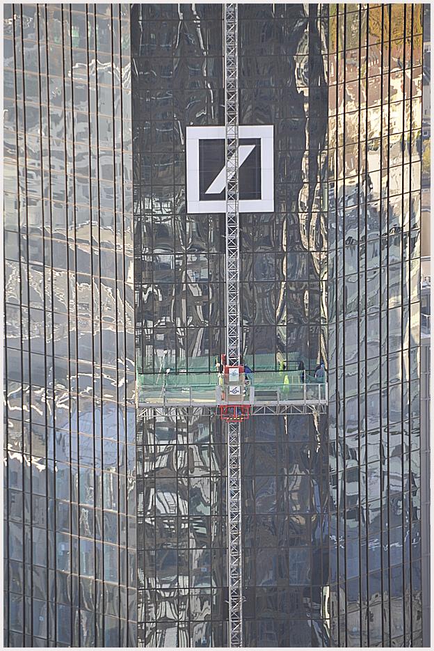 Spiegelung Hochhaus Deutsche-Bank Frankfurt