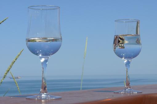 Spiegelung im Wasserglas