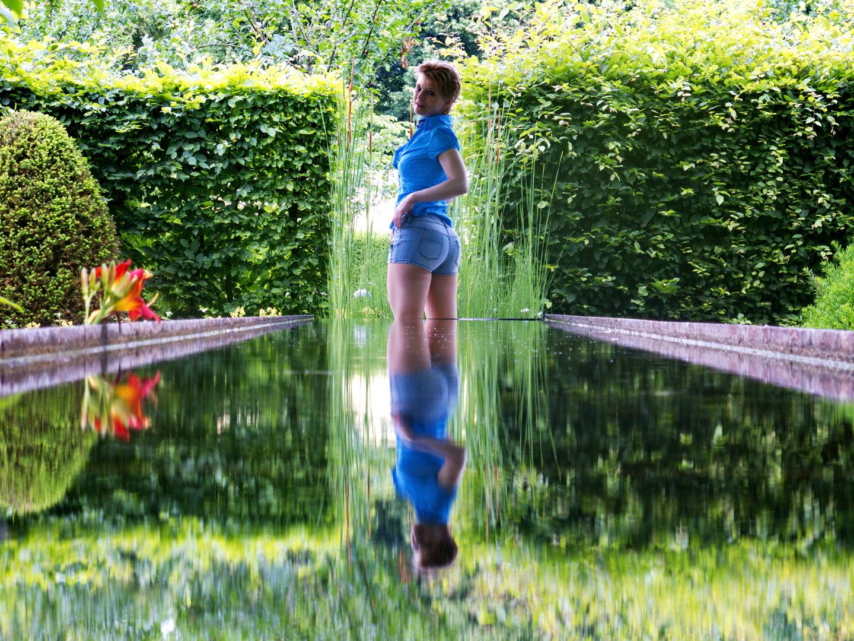 Spiegelung im Wasserlauf