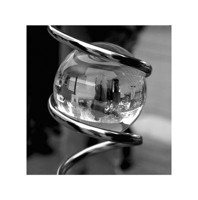 Spiegelung in einer Glaskugel.