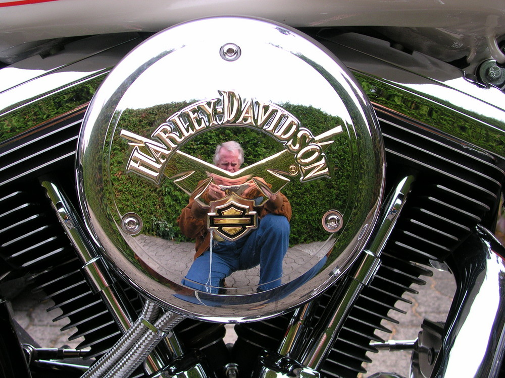 Spiegelung in einer Harly-Davidson
