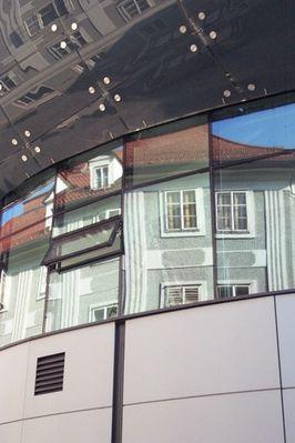 Spiegelung in Fensterfront