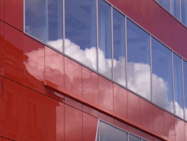 Spiegelung in Kaufhausfassade