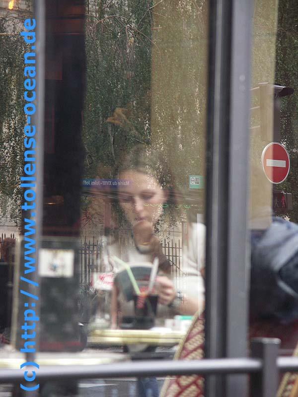 Spiegelung junge Frau Paris 2005