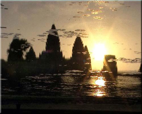 Spiegelung von Angkor Wat im Wasser