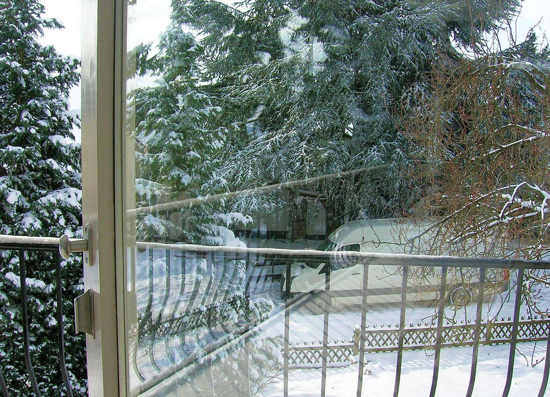Spiegelung - Zwischen Balkon und Wohnzimmer