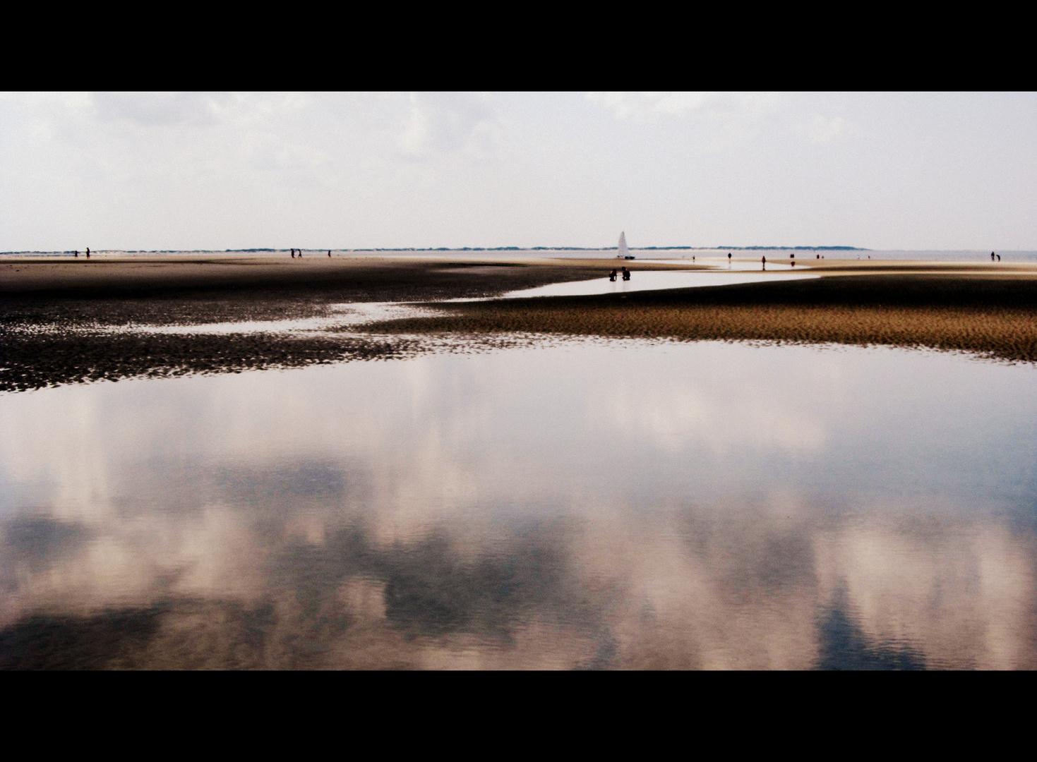 Spiegelungen am Strand