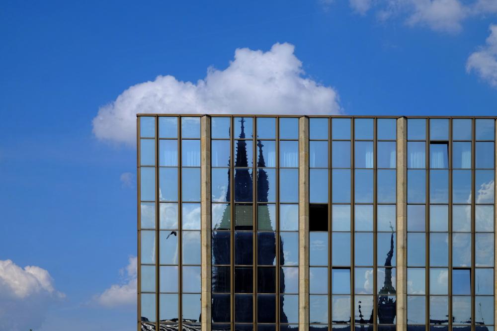 Spiegelungen und Durchblicke (1)
