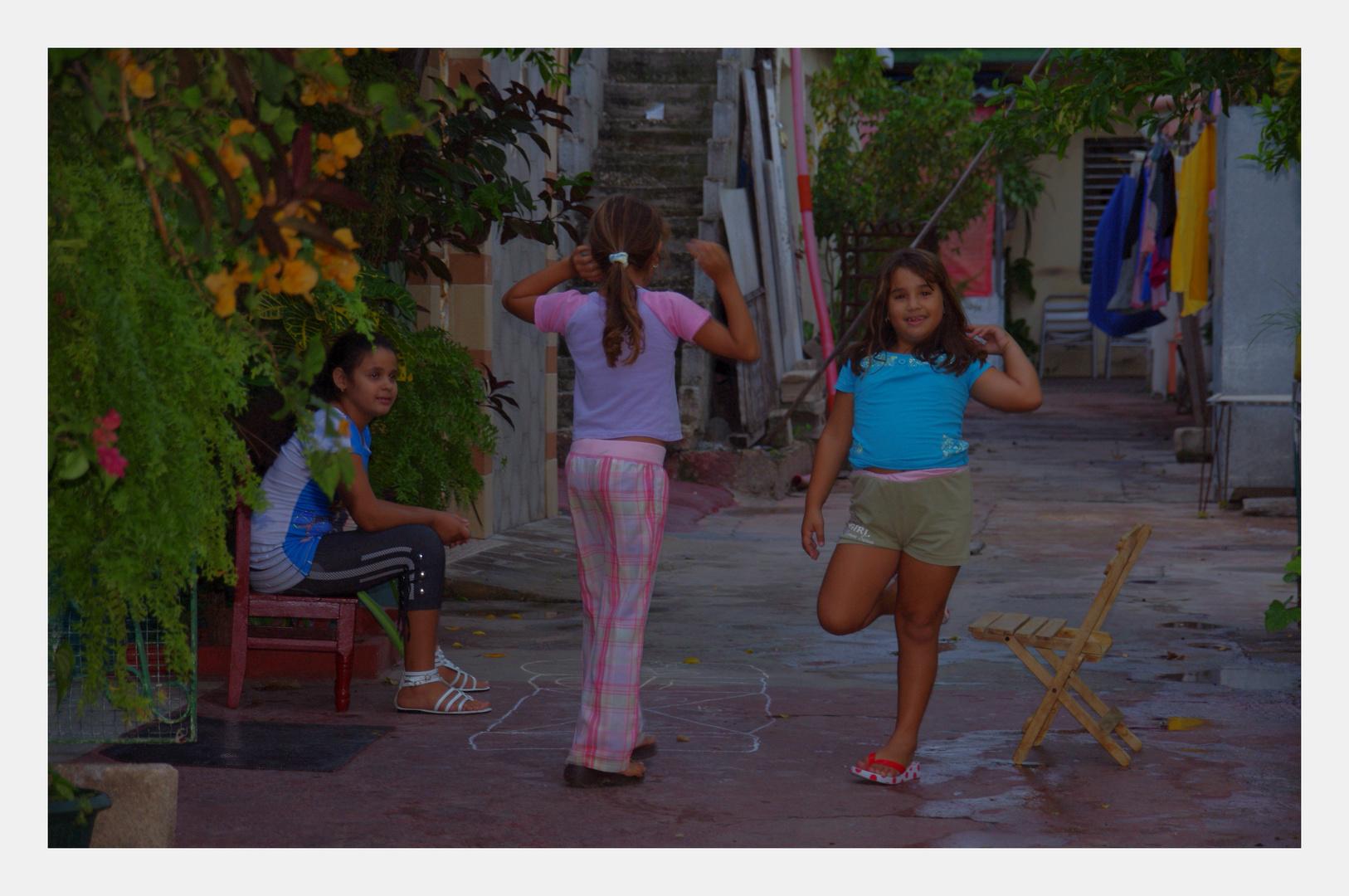 Spielende Kinder auf Cuba