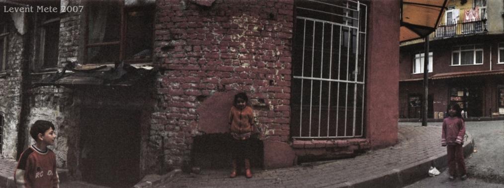 Spielende Kinder in Istanbul Balat