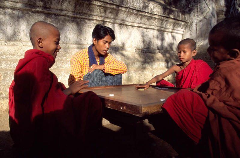 Spielende Mönche