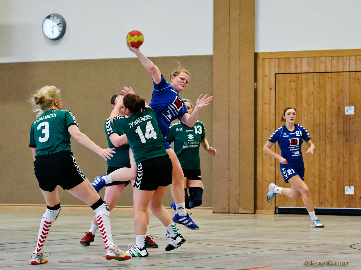 Spielszene mit Anna TV Neheim vs. TV Westfalia Halingen