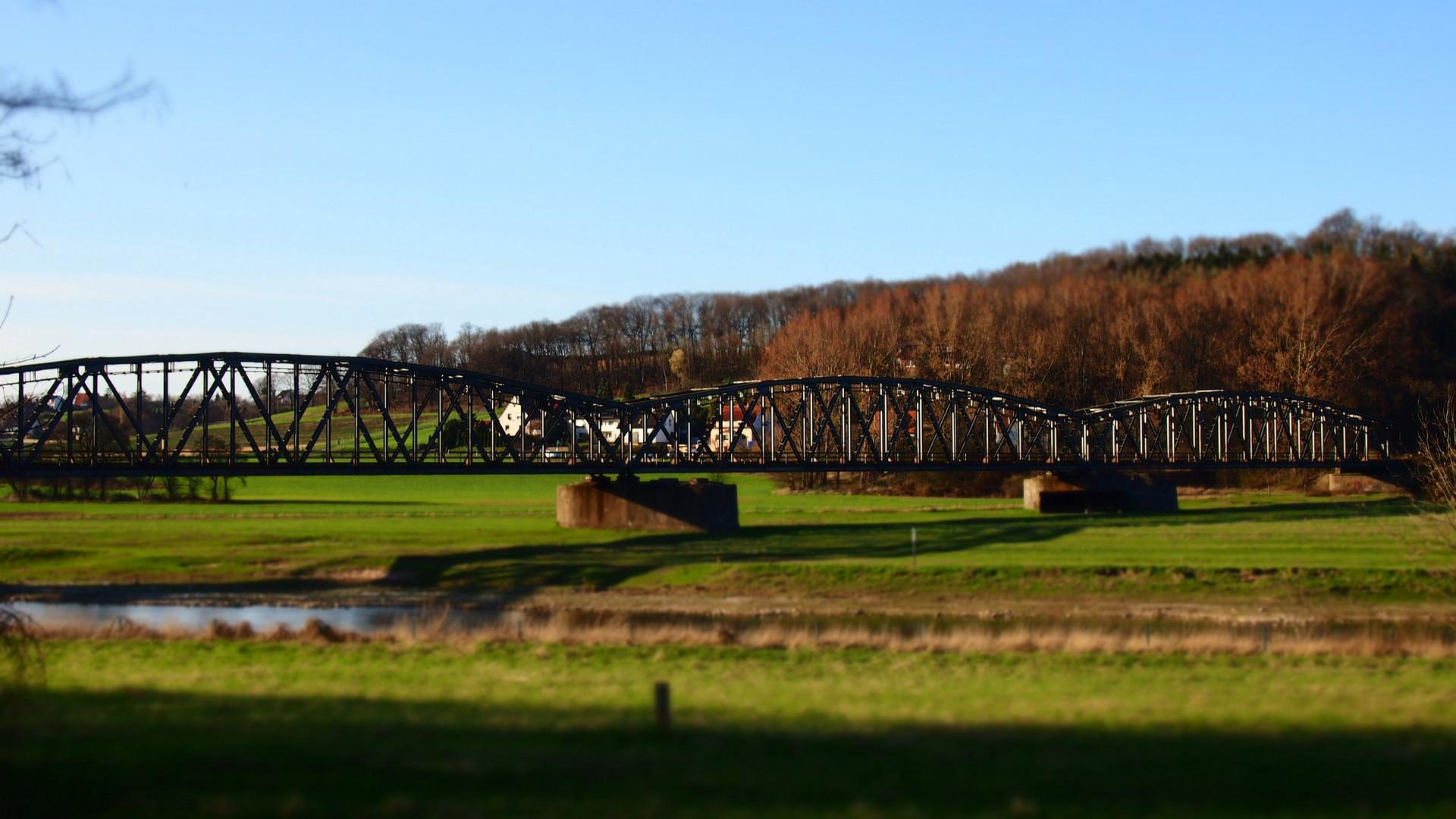 Spielzeug-Brücke