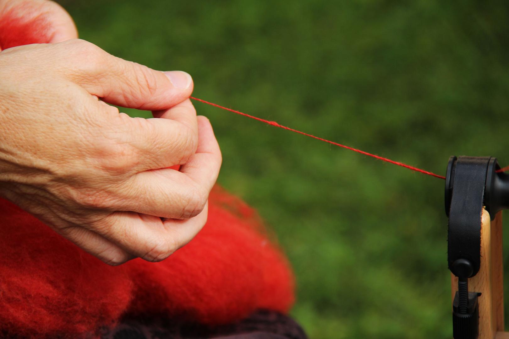 spinning wool to yarn