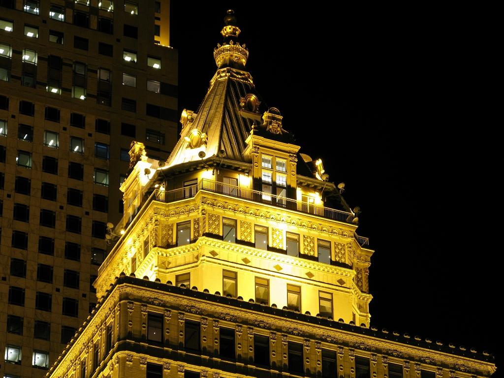 """Spitze des """"Crown Building"""""""