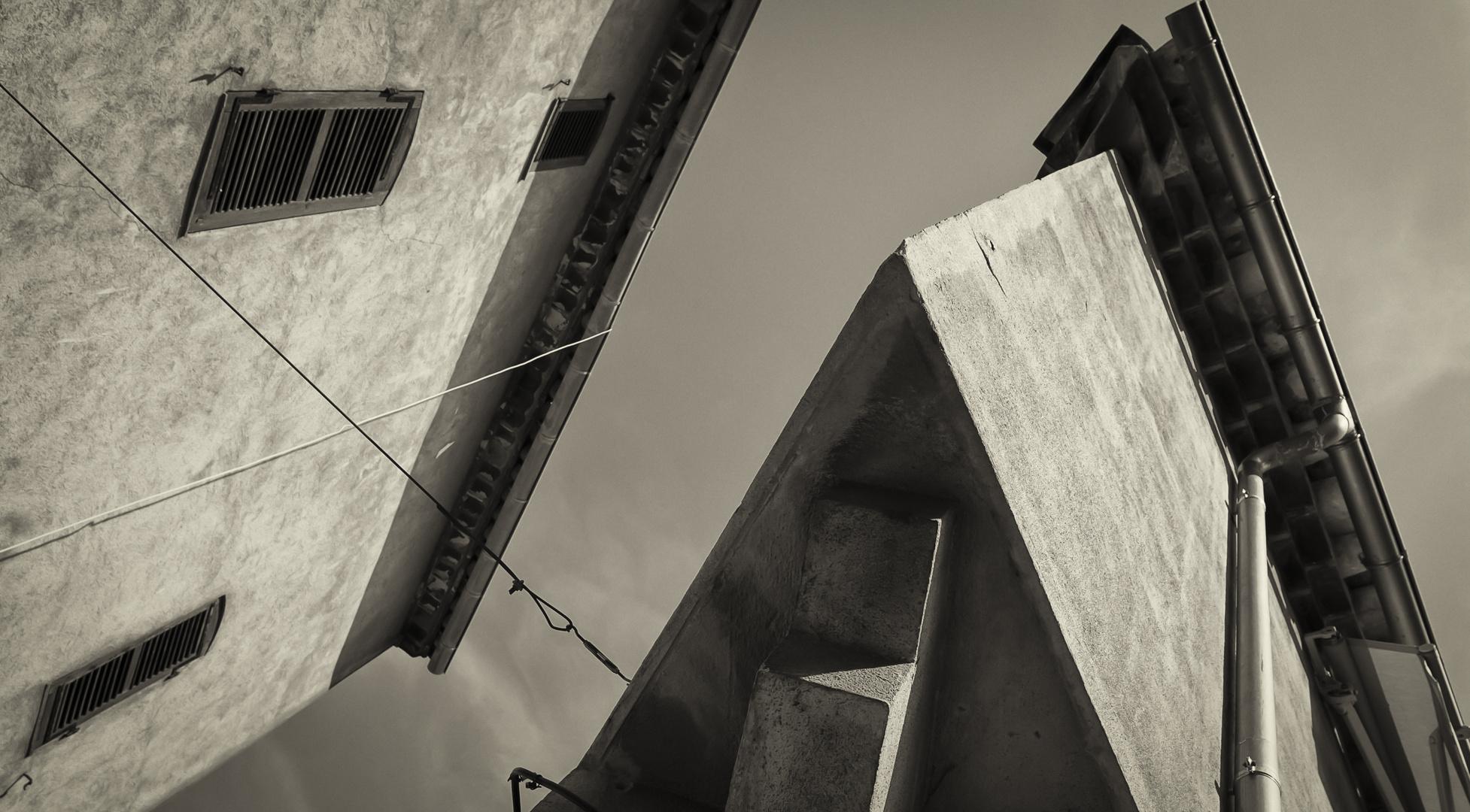 Spitzfindige Architektur im engen St. Tropez