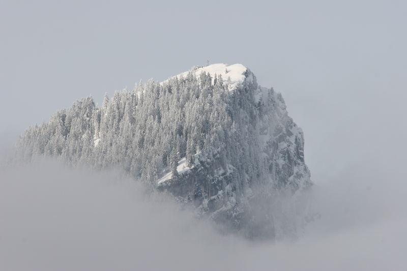Spitzstein im Nebelmantel