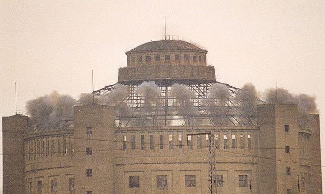 Sprecngung der Kuppel in Dresden Reick