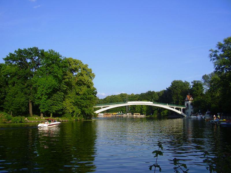Spree und Brücke der Insel-Berlin