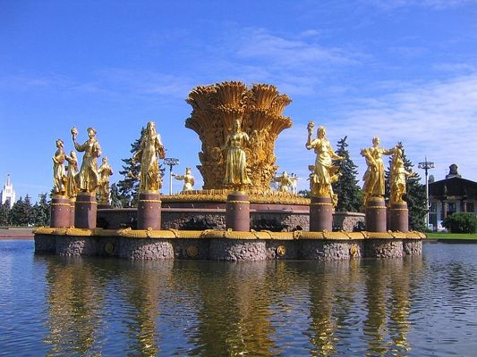 Springbrunnen im VDNH / Moskau